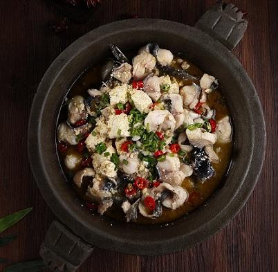 溢香柴锅炖活鱼