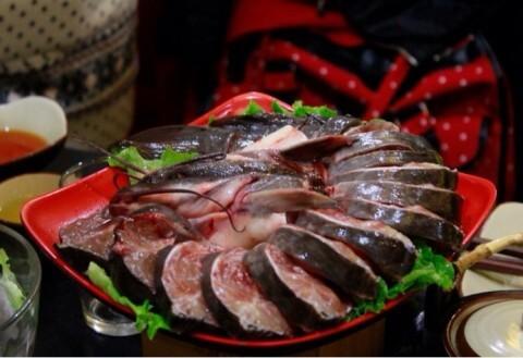 福满江园铁锅炖水库鱼