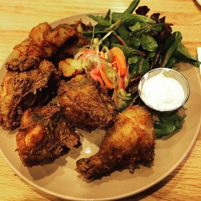 滋乐滋乐韩国炸鸡料理区
