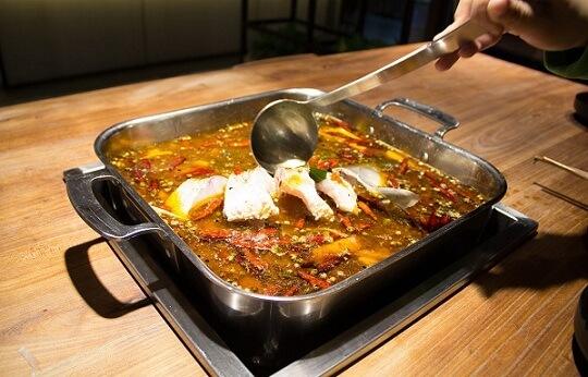 红盛通饭店灶台鱼